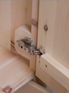 Zirbenschrank Bachstelze Tür