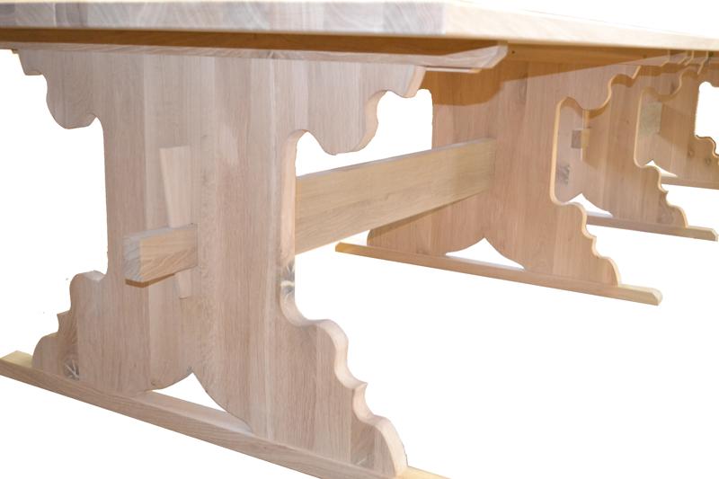 Rittertisch aus Holz3