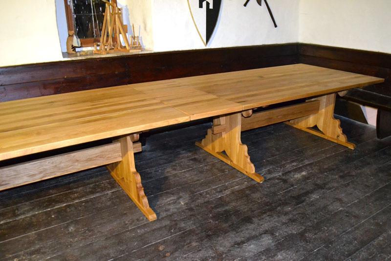 Rittertisch aus Holz2