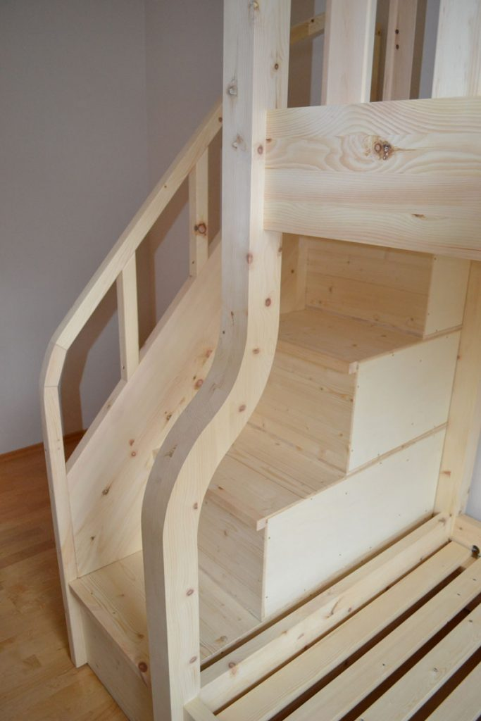 Zirbenbett Lisa2 Treppe