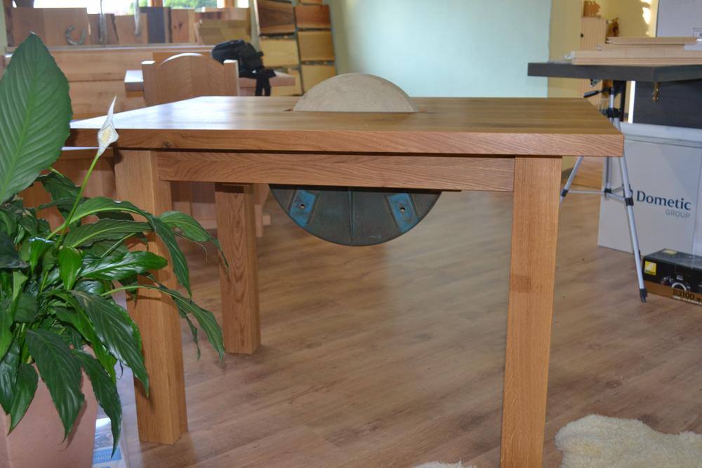Holztisch mit Schleifstein2